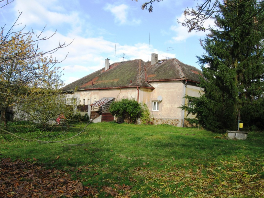 Rodinný dům 5+1+2koupelny, zahrada, les a rybník v Karlově