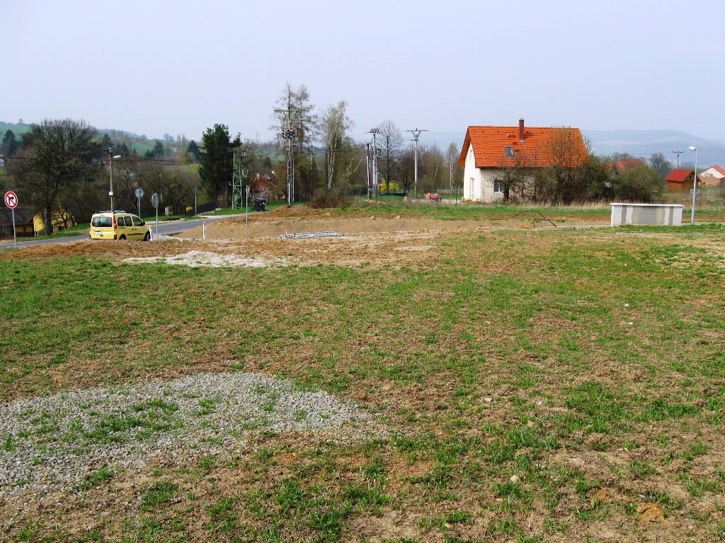Pozemek umožňující stavbu RD v Halounech