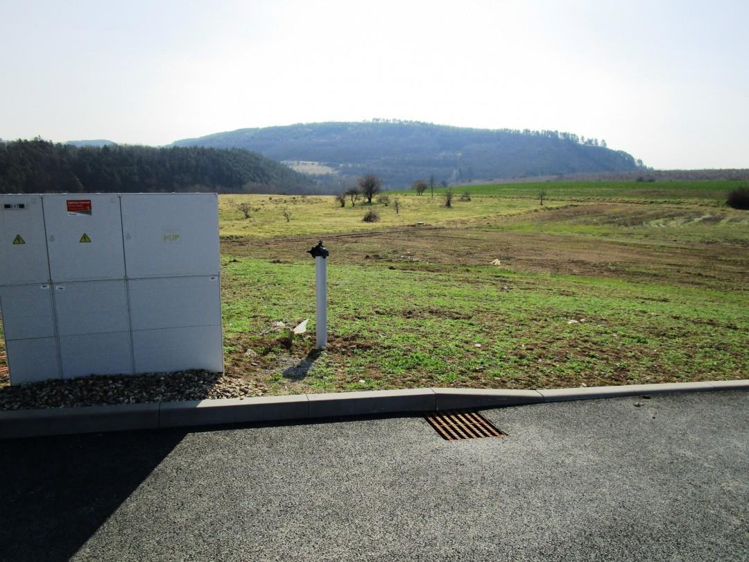 Pozemek Králův Dvůr 859 m2 pro stavbu RD v Křižatkách