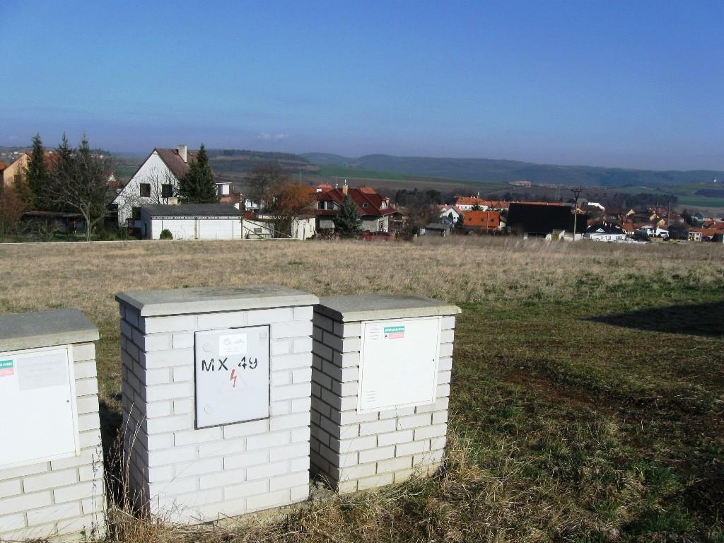 Pozemek 996m2 Liteň v klidné části obce s novou zástavbou