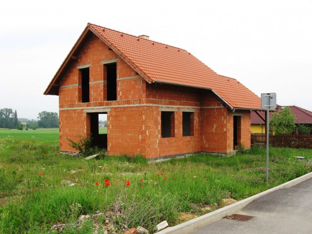 Rodinný dům 4+1 Hostomice, před dokončením na klíč nebo vlastními silami