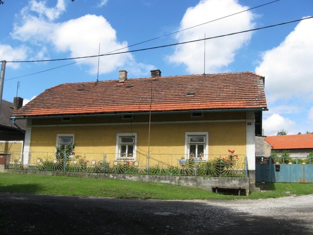 Vesnický rodinný dům 5+1 Všeradice se stodolou a velkou zahradou