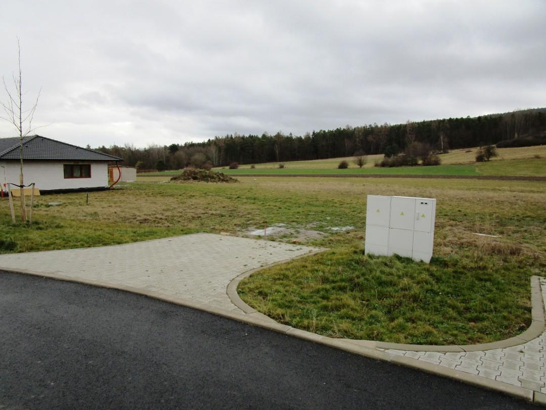Pozemek 840m2 Lhotka u Hořovic pro stavbu rodinného domu