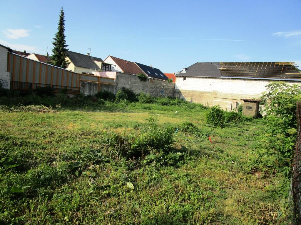 Pozemek 883 m2 Králův Dvůr – Počaply pro stavbu rodinného domu