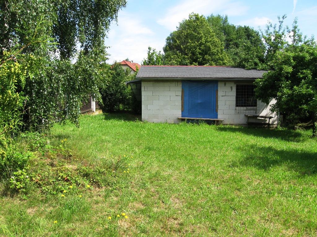 Rovný pozemek 921m2 Běštín pro stavbu trvalého i rekreačního bydlení