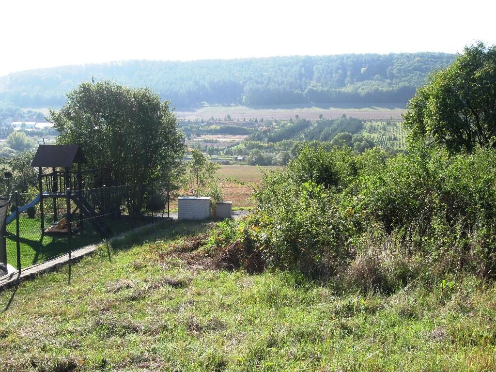 Pozemek 1200m2 Tmaň , mírný svah, ideální pro stavbu RD